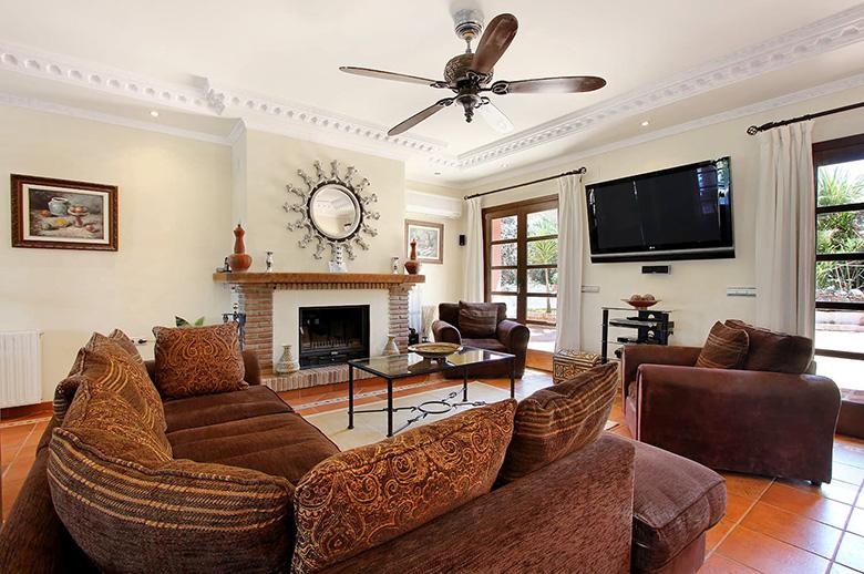 0220 CSB Living Room 2 Pichi