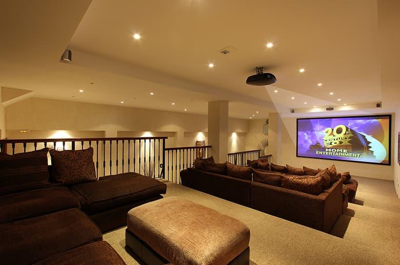 0050 GHF Large Home Cinema Studio Pichi
